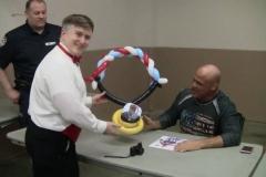 Kurt Angle (Gold medal balloon gift)